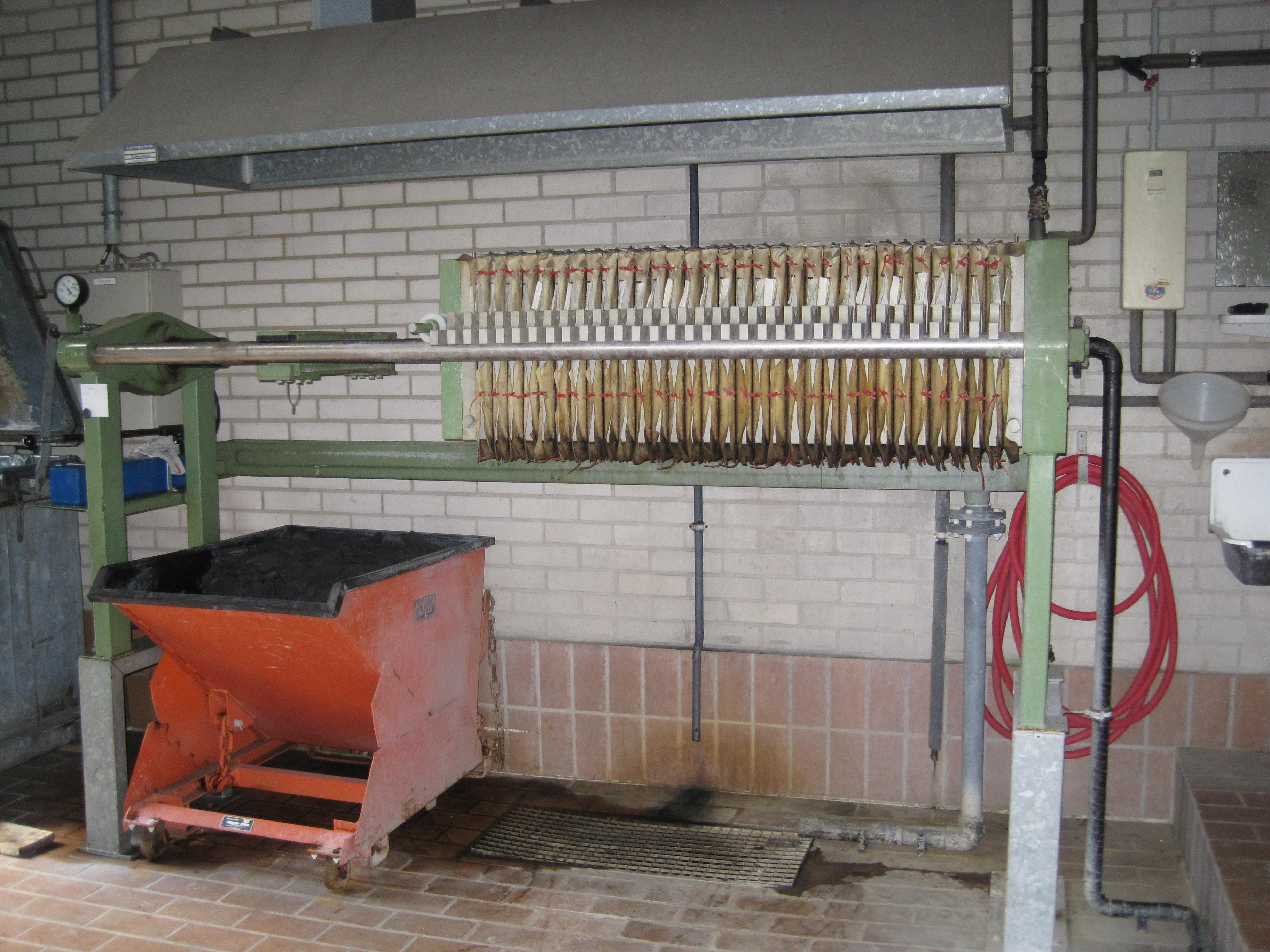 details anzeigen - Kammerfilterpresse mit handhydraulischem Verschluss