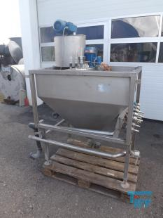 details anzeigen - Chargenbehandlungsbehälter mit Getrieberührwerk und Pulverdosierer/ Versuchsanlage