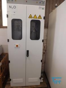 details anzeigen - Doppelentnahmestation f�r Gase mit Sicherheitsschrank