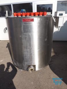 details anzeigen - Ansetz- und Dosierbehälter / Rührwerksbehälter / Rundbehälter mit Isolierung und 16 Stk. Heizstäben/ Behandlungsbehälter / Speicherbehälter