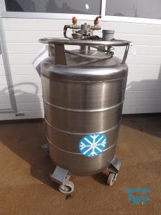 show details - liquid nitrogen storage tank