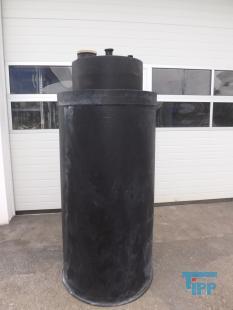 details anzeigen - Chemikalienlagertank aus PE mit Auffangbehälter, doppelwandig