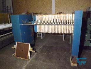 show details - Chamber filter press with manual hydraulics and 26 plates