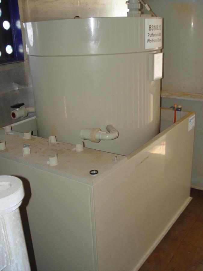 gebrauchte gebrauchtes gebrauchter behandlungsbeh lter mit auffangwanne gebraucht 19799. Black Bedroom Furniture Sets. Home Design Ideas