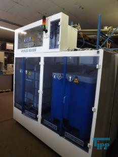 details anzeigen - Vollautomatische Dosierstation im Reinraumkabinett montiert, Absaugkabinett mit Dosierbehälter, Gefahrstofflager mit Pumpstation, Lagerschrank für aggressive und korrosive Behandlungschemikalien