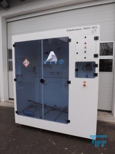 details anzeigen - Chemikalien-Dosierstation im Reinraumkabinett montiert, Absaugkabinett, Gefahrstofflager mit Pumpstation, Lagerschrank für aggressive und korrosive Behandlungschemikalien