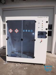 details anzeigen - KINETICS-Chemikalien-Dosierstation im Reinraumkabinett montiert, Absaugkabinett, Gefahrstofflager mit Pumpstation, Lagerschrank für aggressive und korrosive Behandlungschemikalien