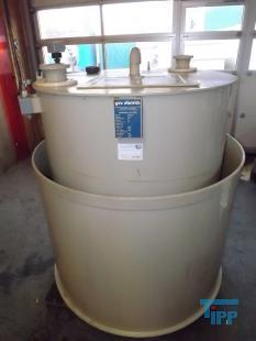 details anzeigen - Chemikalienlagertank mit Auffangbehälter