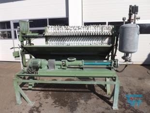 details anzeigen - Schlammentwässerungsanlage mit manueller Kammerfilterpresse NETZSCH, Kammerfilterpressenanlage mit Beschickungspumpe