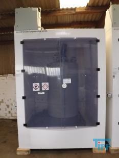 details anzeigen - KINETICS Chemikalien-Dosierstation im Reinraumkabinett montiert, Absaugkabinett, Gefahrstofflager mit Pumpstation, Lagerschrank für aggressive und korrosive Behandlungschemikalien