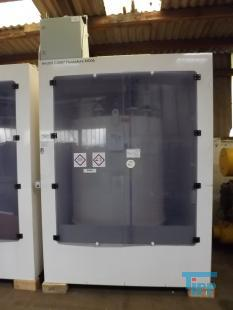 details anzeigen - Chemie Versorgungssystem mit Tank und Druckluftmembranpumpe, Dosierstation im Kabinett